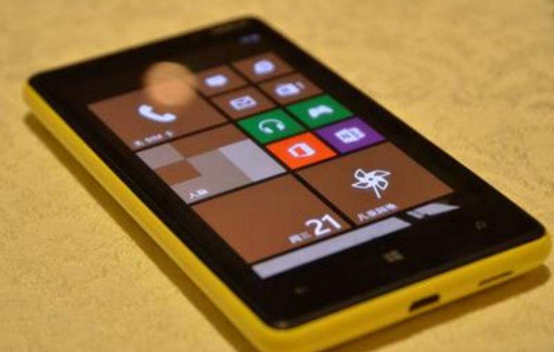 Nokia Lumia 820(1)